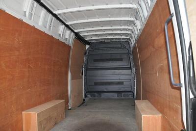 2015/16-Extra Large Van eg. VW Crafter CR35 (4.3m load length)