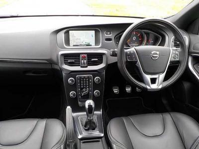 2016/17-Medium eg. Volvo V40 D2 R-Design Pro