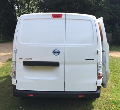 2018-Longer Small Van eg. Nissan NV200